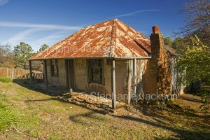 Old cottage in the historic gold mining village of Hill End, a popular tourist destination in NSW Australia.